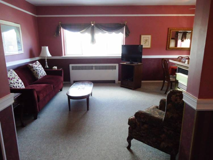 Glenora Bed and Breakfast Inn, Edmonton, Alberta, find adventures nearby or in faraway places, book your hotel now in Edmonton