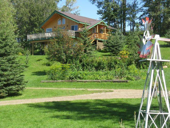 Hidden Springs Retreat and Guest House, Winfield, Alberta, high quality travel in Winfield