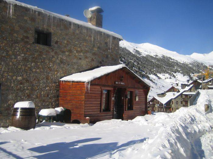 Hotel Roc de St Miquel, Soldeu, Andorra, find cheap hotels and rooms at Instant World Booking in Soldeu