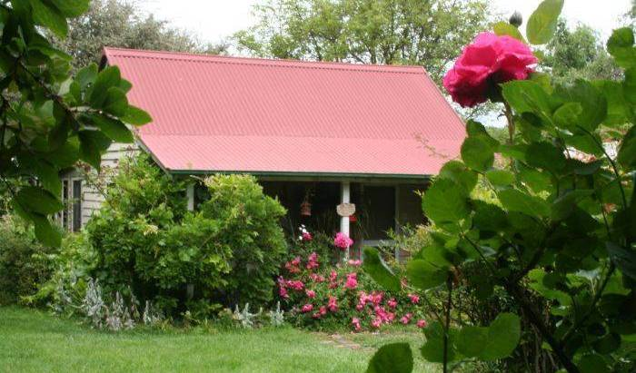 Poppy's Cottage Bed and Breakfast - Get low hotel rates and check availability in Armidale 9 photos