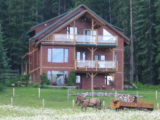 'eh' Canadian Lodge, Golden, British Columbia, British Columbia hotels and hostels