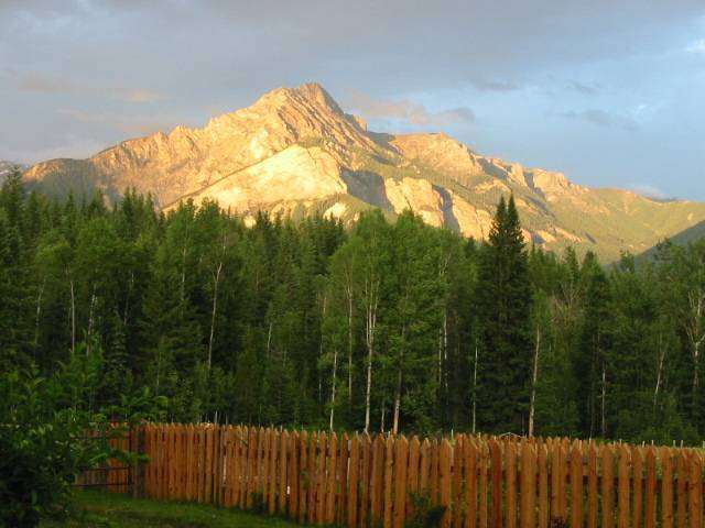 'eh' Canadian Lodge, Golden, British Columbia, discount lodging in Golden