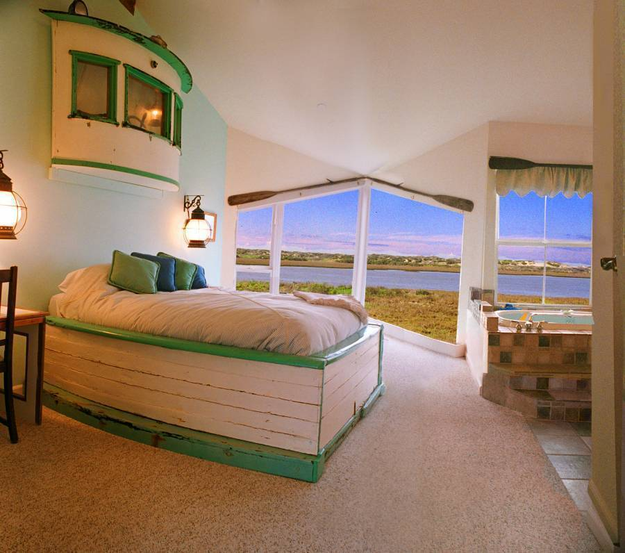 Captain's Inn At Moss Landing, Moss Landing, California, secure online booking in Moss Landing