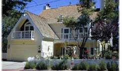 Rose Gables Bed And Breakfast, preferred hostels selected, organized and curated by travelers 2 photos