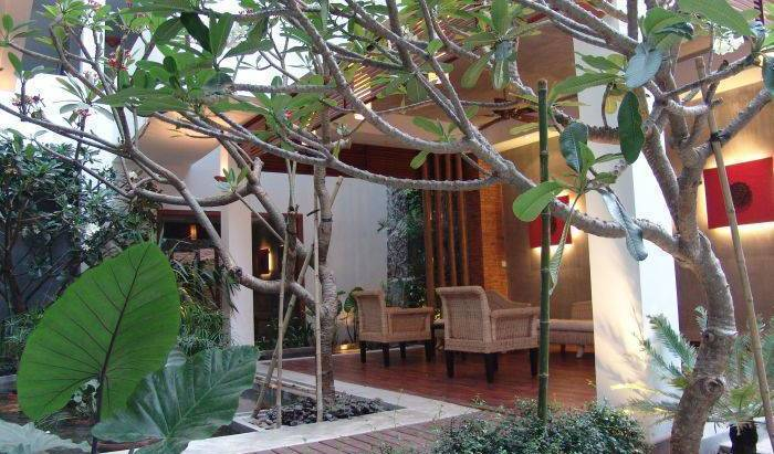 Frangipani Fine Arts Hotel - Get low hotel rates and check availability in Tuol Tumpung 10 photos