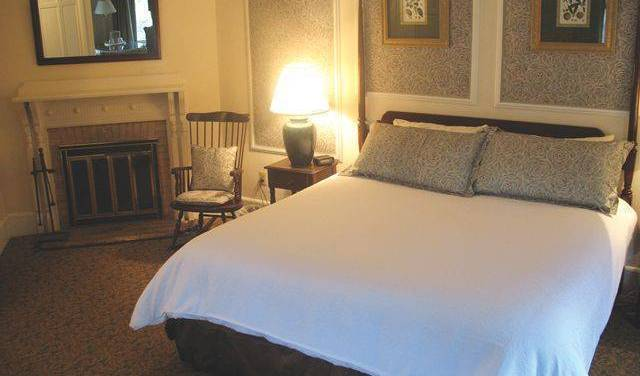 Interlaken Inn - Search for free rooms and guaranteed low rates in Lakeville 19 photos