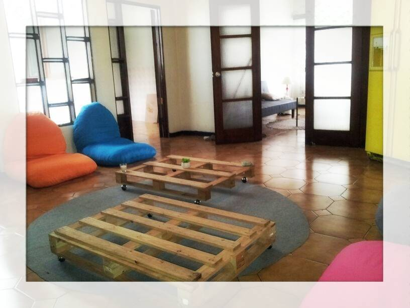 Hostel La Room, San Jose, Costa Rica, affordable posadas, pensions, hostels, rural houses, and apartments in San Jose