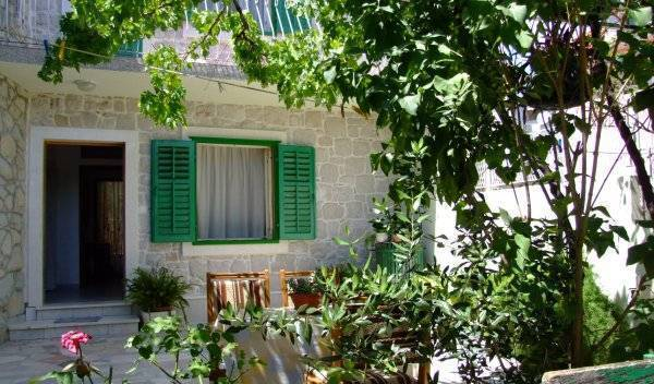 Villa Rose, compare reviews for hotels 6 photos