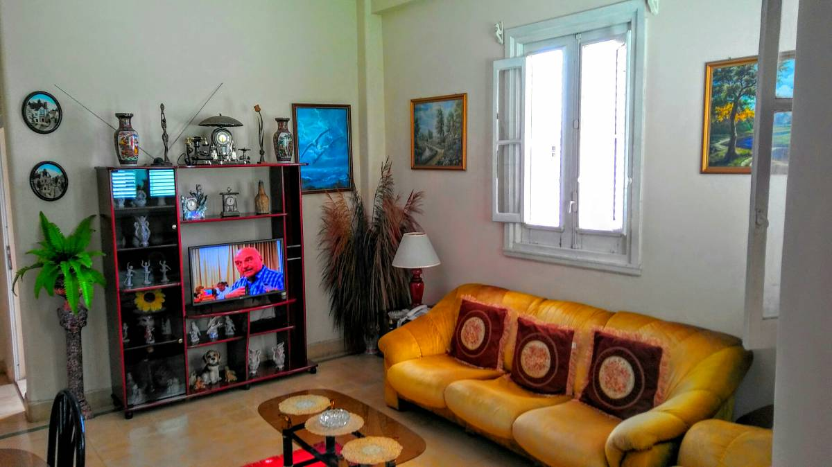 Apartamento de Omar, Centro Habana, Cuba, go on a cheap vacation in Centro Habana