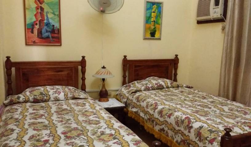 Alavez351 - Get low hotel rates and check availability in La Habana Vieja 1 photo