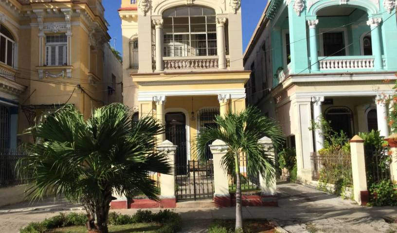 Hostal Colonial Casa de Luca - Search available rooms for hotel and hostel reservations in Vedado, Diez de Octubre, Cuba hotels and hostels 13 photos