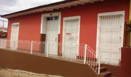 Hostal Media Luna - Search for free rooms and guaranteed low rates in Trinidad 1 photo