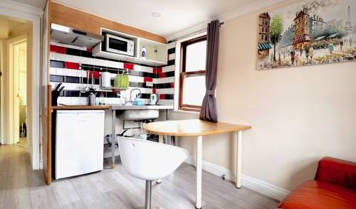 House 176 London - Search for free rooms and guaranteed low rates in East London 9 photos