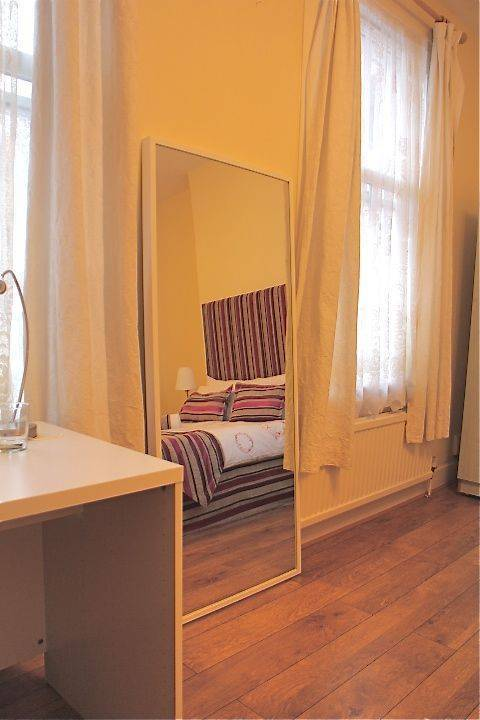 Stay in Kings Cross, North London, England, book budget vacations here in North London