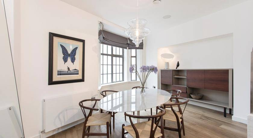 Trafalgar Square Apartment, West End of London, England, top places to visit in West End of London