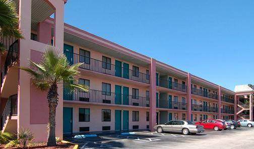 Quality Inn Maingate West, Orlando, Florida hotels and hostels 7 photos