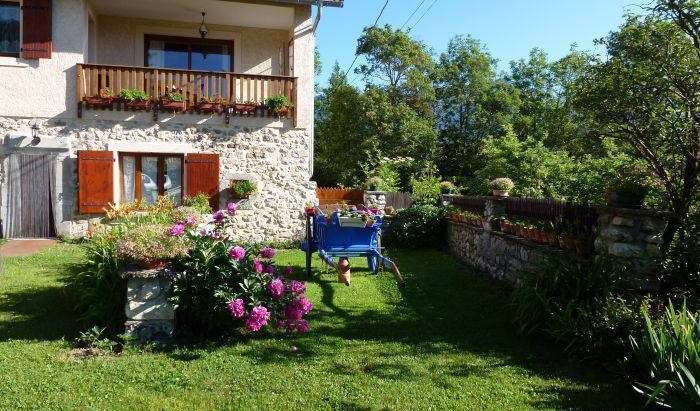 Le Rocher Des Ducs - Search for free rooms and guaranteed low rates in Le Glaizil 3 photos