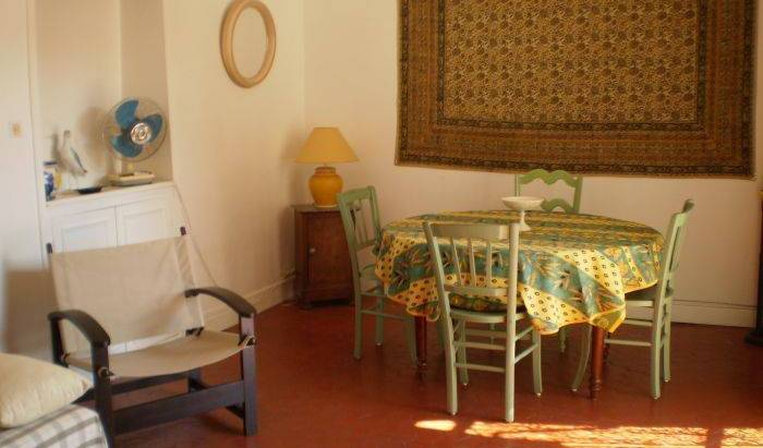 Lucrece - Search available rooms for hotel and hostel reservations in Nice 4 photos
