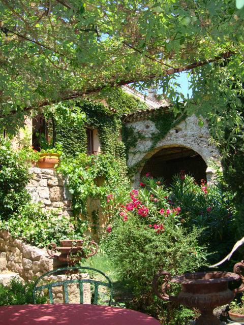 Gite de Charme Le Clos St Bernard, Le Thoronet, France, find beds and accommodation in Le Thoronet