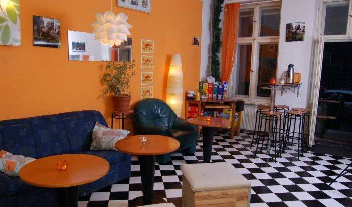 BackpackerBerlin - Get low hotel rates and check availability in Berlin, here to help you meet the world 7 photos