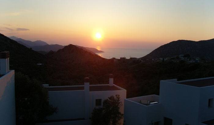 Achlada - Mourtzanakis Residence - Search for free rooms and guaranteed low rates in Irakleion 3 photos