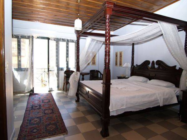 Vranas Studios, Chania, Greece, book hotels and hostels now with IWBmob in Chania