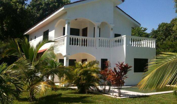 Coco Pando Beach - Search available rooms for hotel and hostel reservations in La Ceiba 10 photos