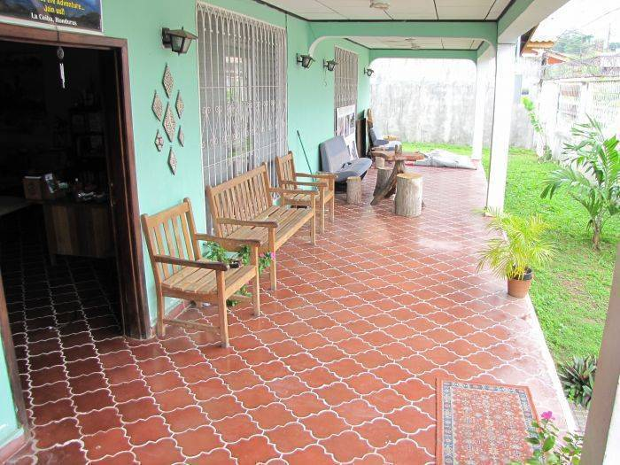 Honduras Guest House, La Ceiba, Honduras, what is a hostel? Ask us and book now in La Ceiba