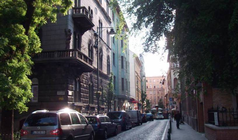 Ciao Budapest Hostel - Search for free rooms and guaranteed low rates in Pest 5 photos