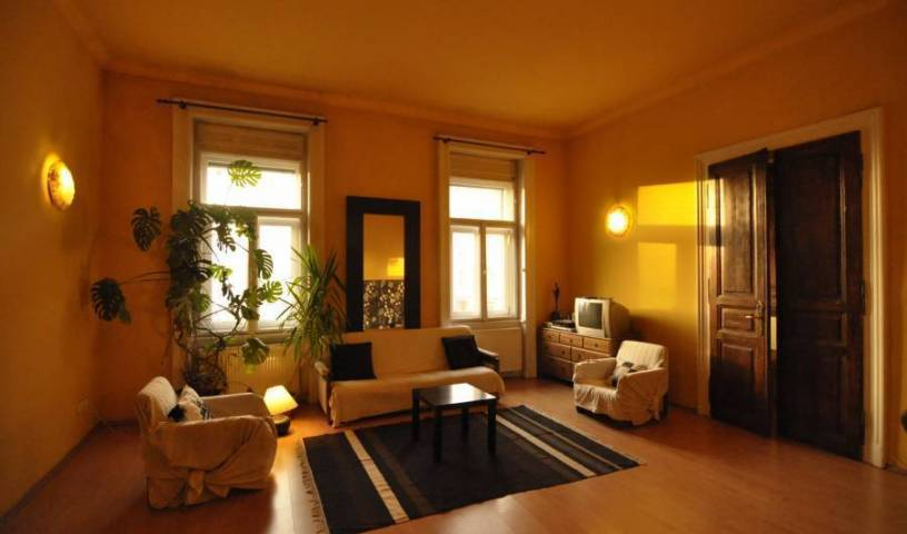 Nightingale Ensuite Hostel - Search available rooms and beds for hostel and hotel reservations in Budapest 5 photos