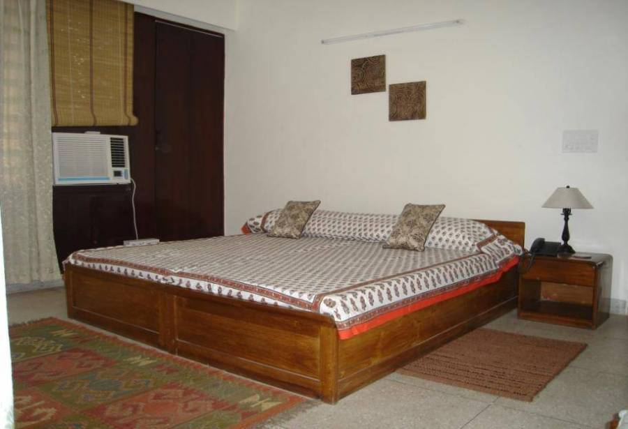 AnA Bed and Breakfast, New Delhi, India, hotels near transportation hubs, railway, and bus stations in New Delhi