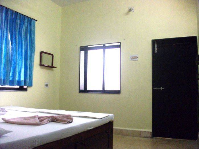 Shalom Guest House, Candolim, India, budget lodging in Candolim