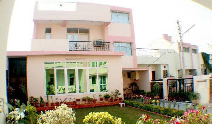 Gardenvilla Homestay - Search available rooms for hotel and hostel reservations in Agra, holiday reservations 6 photos
