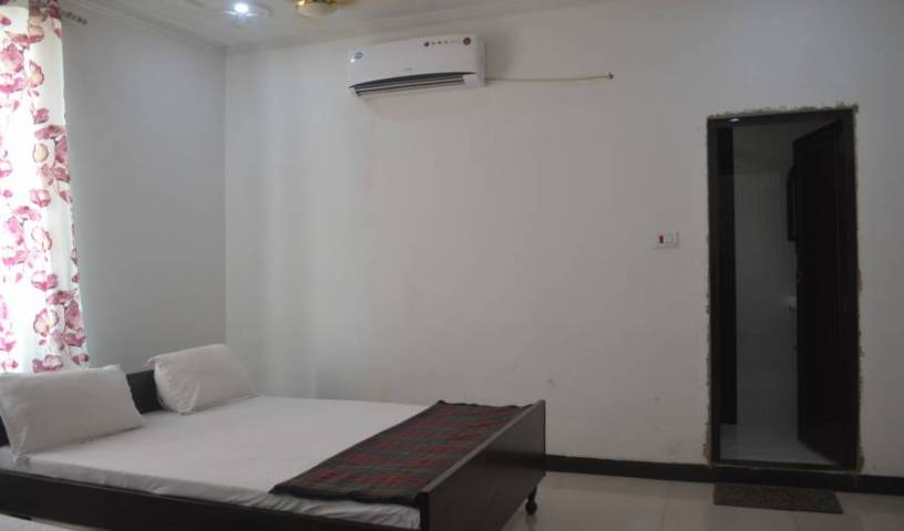 Hotel Arya - Search for free rooms and guaranteed low rates in Varanasi, hotel bookings 18 photos