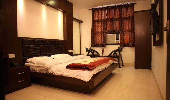 Hotel Pahwa International - Get low hotel rates and check availability in New Delhi 11 photos