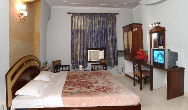 Hotel Shree Krishan Chhaya Dham - Search available rooms for hotel and hostel reservations in Mathura 1 photo