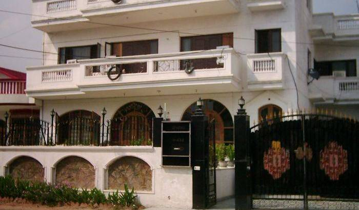 Kohinoor Bed and Breakfast - Search available rooms for hotel and hostel reservations in Gurgaon 6 photos
