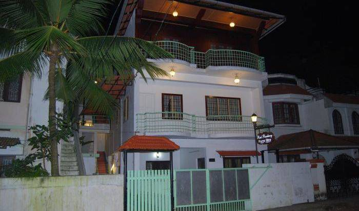 Reds Residency - Homestay - Get low hotel rates and check availability in Ernakulam 17 photos