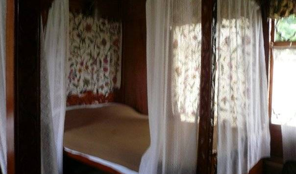 Shalimar Houseboats - Search available rooms for hotel and hostel reservations in Srinagar 5 photos