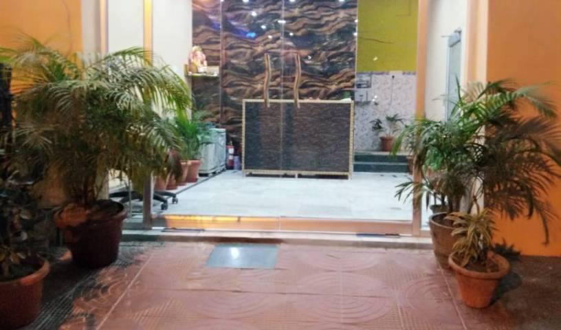 Suman Niwas - Search for free rooms and guaranteed low rates in Lucknow 6 photos