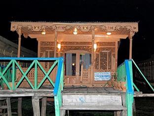 Goldenhopes Group of Houseboats, Srinagar, India, India hotels and hostels