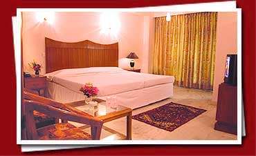Hotel Grand Peepal, New Delhi, India, hotels for vacationing in summer in New Delhi