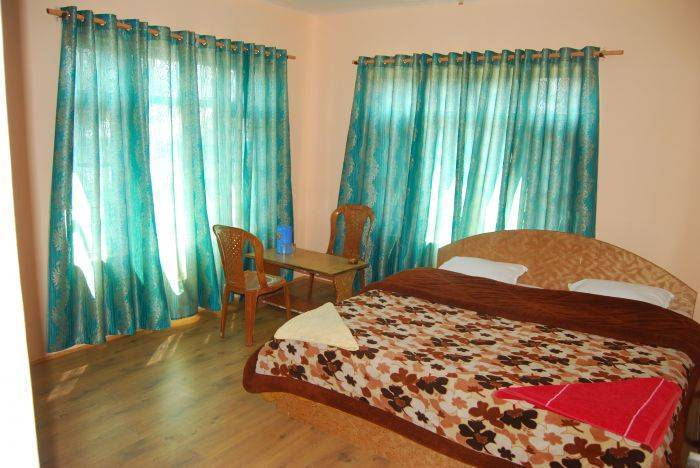 Hotel New Prince Inn, Srinagar, India, great holiday travel deals in Srinagar
