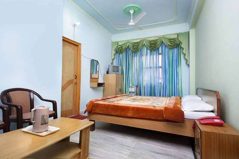 Hotel Raj Bed and Breakfast, Agra, India, rural homes and apartments in Agra