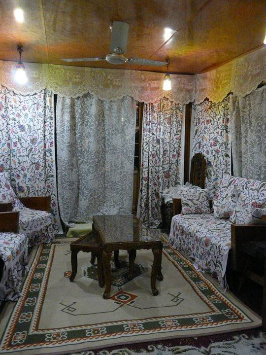 House Boat, Srinagar, India, Instant World Booking receives top ratings from customers and hotels as a trustworthy and reliable travel booking site in Srinagar