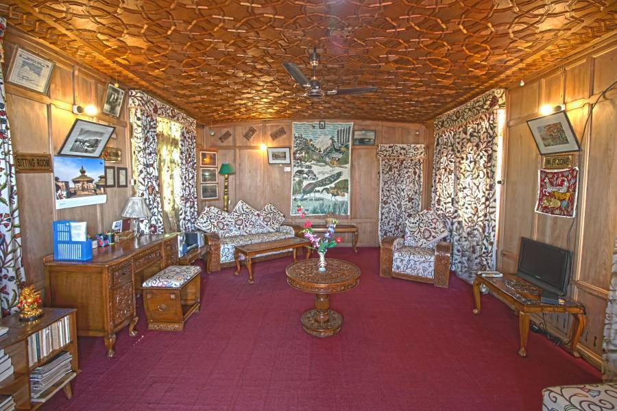 Houseboat New Golden Flower Group, Srinagar, India, best cities to visit this year with hotels in Srinagar