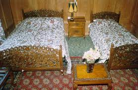 Houseboat Shalimar, Srinagar, India, how to find the best hotels with online booking in Srinagar