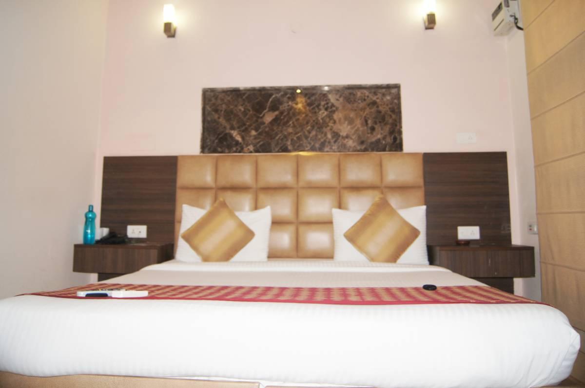Moon Hospitality, Gurgaon, India, India hostels and hotels