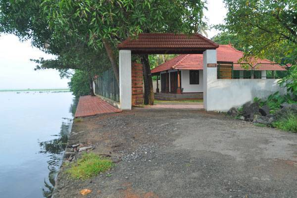 Saro Lake County, Kumarakom, India, top 10 hotels and hostels in Kumarakom