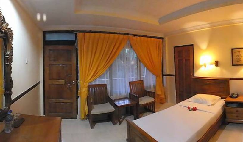 Palm Beach Hotel - Search for free rooms and guaranteed low rates in Tuban 4 photos